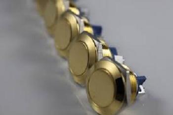 一种镀金的开关触点及其制备方法